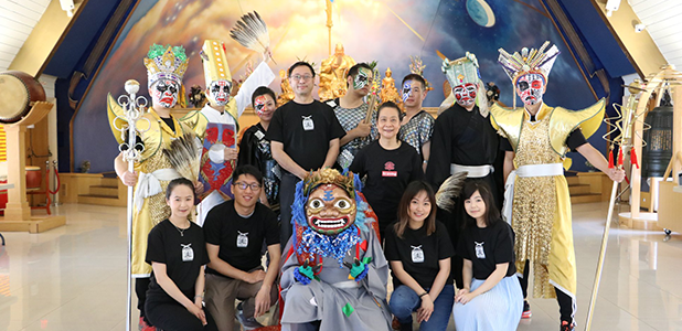 Group photo of Tian-Jin Temple volunteers in cultural costumes